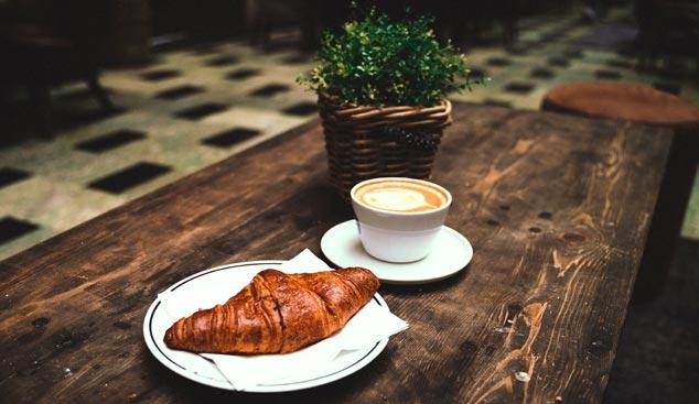 pauza de cafea si croissant - meniu catering - lam events